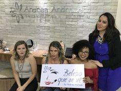Mulheres cegas aprendem automaquiagem no DF; veja vídeo  Curso é gratuito e alunas combinam produtos por meio do tato. No Dia Nacional do Cego, o G1 mostra como maquiadora ajuda deficientes visuais a descobrirem a beleza das cores.