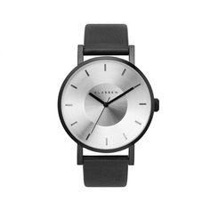 Klasse 14 -Be Ordinarily Unique. 私たちは、デザイナーやアーティスト、有名な人物や 面白い個性を持った人々とコラボをし、正反対の2つの要素を兼ね備えた(矛盾をもった) 時計を限定で作ります。