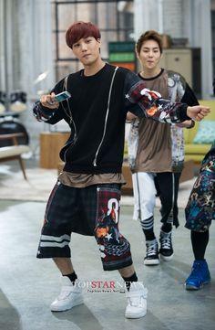 Jongin looks niceee ;) Oh yeah and there's Xiumin ^^