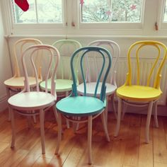 : Soy un Mix! Chalk Paint Chairs, Painted Chairs, Painted Furniture, Eclectic Chairs, Home Made Simple, Restaurant Seating, Moraira, Chair Makeover, Diy Chair
