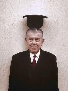 Belga artista surrealista René Magritte, 1965. Foto por Duane Michals, coloreada por los pintores-en-el color