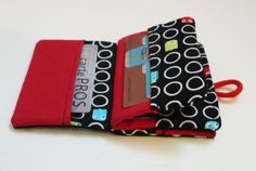 Wallet Sewing Pattern, Sewing Patterns, Sew Wallet, Practical Gifts, Love Sewing, Bag Organization, Tote Purse, Purses And Bags, Sewing Projects
