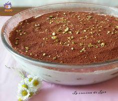 Questo tiramisù di pavesini e yogurt greco è un semplice dolce delizioso e fresco ideale da servire per il dessert o per una golosissima merenda.