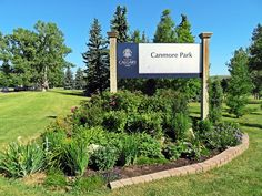 Hiking inner city Calgary at the small, mature and beautiful Canmore Park in NW Calgary, Alberta, Canada #hiking