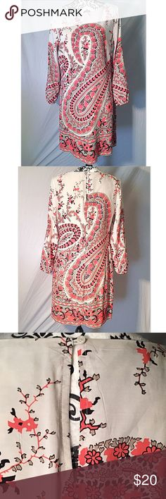 Old Navy Long Sleeved Dress Old Navy, Size Medium, off white and peachy orange color with black/tan detailing, paisley pattern, fabric is 100% rayon, built in slip underneath, ends of sleeves are banded, cute button detail on upper back. Mid length dress. If you would like measurements please let me know! 💕 Old Navy Dresses Long Sleeve