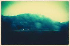 rêve d'une route par un matin pluvieux