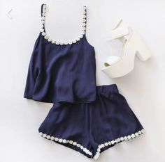I usually don't like when tops and bottoms match 100% but this is cute!