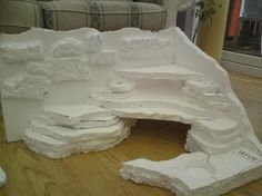 bearded dragon habitat   Notice how I made the front come around a little bit, and carved out a ...