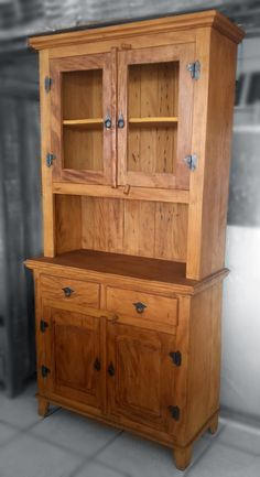 diy home furniture Diy Home Furniture, Rustic Wood Furniture, Shaker Furniture, Woodworking Furniture, Handmade Furniture, Furniture Plans, Furniture Design, Reclaimed Wood Bookcase, Barn Wood Projects