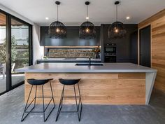 ◼️Could you dream of owning this kitchen too? Caesarstone Raw Concrete bench tops, timber clad theme carried on with matt cabinetry and… Kitchen Room Design, Modern Kitchen Design, Home Decor Kitchen, Kitchen Living, Interior Design Kitchen, New Kitchen, Timber Kitchen, Kitchen Benches, Black Kitchens