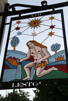 Carte de tarot de Marseille: Arcane XVII, l'étoile. I did my Master's thesis on Arcane 17 by the surrealist André Breton - Sainte Suzanne, Mayenne.