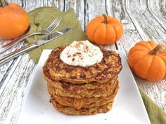 Get this nutritionist-approved, gluten-free, protein-packed, pumpkin pancakes recipe. Top pancakes with vanilla Greek yogurt and pumpkin pie spice. Protein Packed Breakfast, Breakfast Recipes, Breakfast Club, Vegetarian Breakfast, Vegetarian Recipes, Pumpkin Protein Pancakes, Pancake Calories, Sorghum Flour, Thing 1