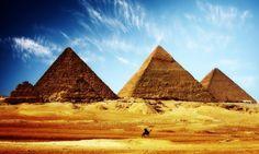 Para los egipcios del Imperio Antiguo las pirámides eran la plataforma de los faraones para poder pasar con éxito hacia el más allá. Descubre…
