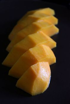 How to Peel and Slice a Mango by shesimmers: The Thai way! #Peel_Mango #shesimmers