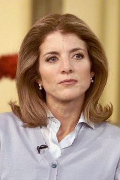 Caroline Kennedy Schlossberg U. Ambassador to Japan; what a woman. Beautiful, smart, and a credit to her parents. Imagine the sorrow she's seen in her life. And she carries the legacy of her parents and her brother. Les Kennedy, Jacqueline Kennedy Onassis, John Kennedy, Caroline Kennedy Children, Jackie Kennedy Quotes, Jaqueline Kennedy, Die Kennedys, Familia Kennedy, Jfk Jr