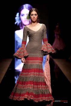 Traje de Flamenca - Carmen-Acedo - Pasarela-Flamenca-2012