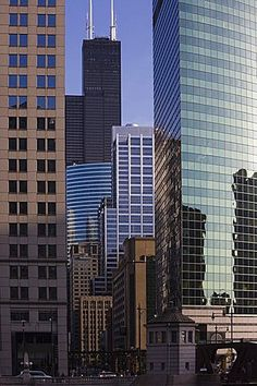 Chicago skyscrapers, Sears Tower behind, 333 West Wacker Drive, right, Chicago…