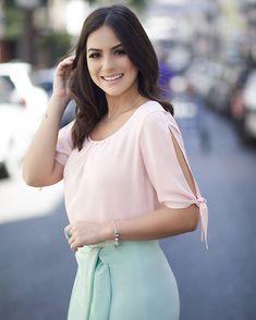 Image may contain: 1 person, standing Modest Fashion, Hijab Fashion, Fashion Dresses, Kurta Designs, Blouse Designs, Sleeves Designs For Dresses, Blouse Styles, Star Fashion, Paris Fashion