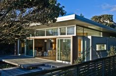 New Zealand cottage with a monopitch roof