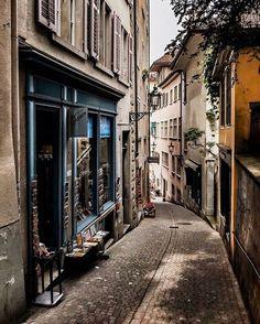 sí lucen los callejones en Zurich, Suiza.