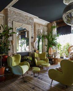 So gemütlich! #Greenery mit #Boho-Touch bei Designerin Sera of London // Die ganze Wohnung seht ihr auf www.decohome.de