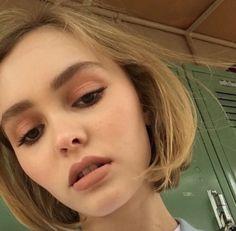 Lily Rose Depp makeup