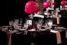old-hollywood-glam-wedding-pink-black-gold-reception-table-centerpieces.full.jpg (720×480)