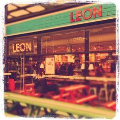LEON, London Restaurant Design, Fast Healthy Meals, Healthy Food, Kids Cafe, London Restaurants, Mood, Places To Visit, England, Cafes