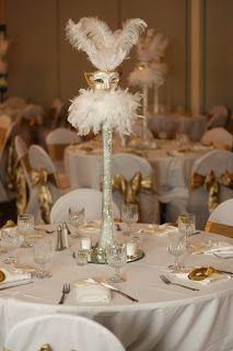 Centro de mesa blanco y dorado