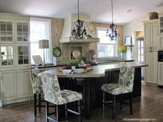 Spring Home Tour today featuring Pam from Simple Details sharing her beautiful home with beautiful decor. Kitchen Styling, Kitchen Decor, Kitchen Ideas, Kitchen Layout, Kitchen Recipes, Kitchen Designs, Stock Cabinets, Upper Cabinets, Interior Styling