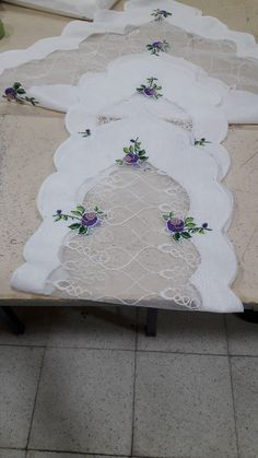 Rococo, Table Linens, Victorian Era, Diy And Crafts, Projects To Try, Embroidery, Sewing, Crochet, Outdoor Decor