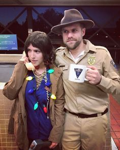 15 Couples Who Totally Nailed Their Halloween Costume Ideas for Couples + This Funny Stranger Things Netflix TV Show Movie Duo. Disney Halloween, 2 Person Halloween Costumes, Clever Couple Costumes, Stranger Things Halloween Costume, Fete Halloween, Creative Halloween Costumes, Family Halloween, Hopper Stranger Things Costume, Classic Halloween Costumes