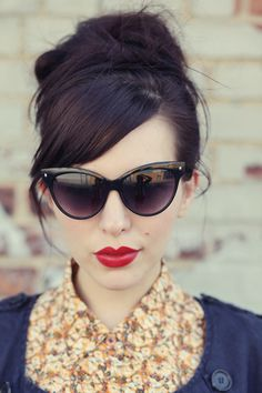 Red Lips and Cat eye sunglasses <3