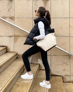 Outfits Otoño, Sport Outfits, Girl Fashion Style, Womens Fashion, Fashion Goth, Winter Fashion Outfits, Autumn Winter Fashion, Normcore Fashion, Outdoor Outfit