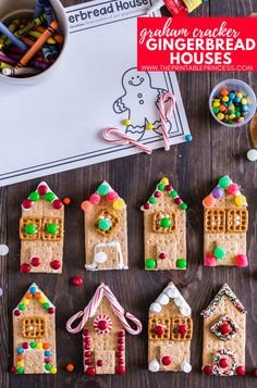 These are the easiest graham cracker gingerbread houses you will ever make. Get step by step directions for these fun, festive, and kid friendly treats. Preschool Christmas, Christmas Activities, Christmas Crafts For Kids, Christmas Traditions, Christmas Treats, Holiday Crafts, Holiday Fun, Christmas Time, Italian Christmas