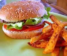 hamburger ww Mets, Salmon Burgers, Sandwiches, Chicken, Cooking, Ethnic Recipes, Food, Pain Burger, Table