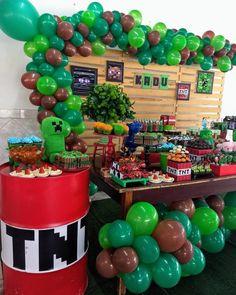 Arco de balão: 70 ideias e tutoriais para decorar seu evento Minecraft Party Decorations, Minecraft Crafts, Minecraft Cake, Minecraft Party Ideas, Minecraft Costumes, Minecraft Skins, 7th Birthday Party Ideas, Minecraft Birthday Party, Birthday Party Decorations