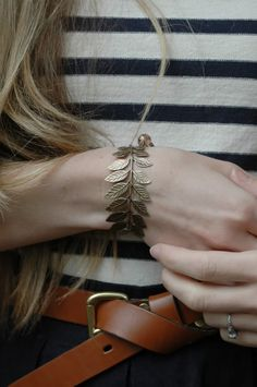 Love the leaf bracelet! I have been looking for a cute bracelet Jewelry Box, Jewelry Accessories, Fashion Accessories, Leaf Jewelry, Bronze Jewelry, Yoga Armband, Tan Leather, Bangles, Bling