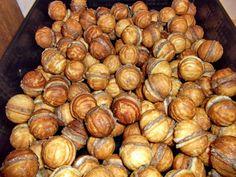 Retete culinare : Nuci umplute, Reteta postata de Geanina87 in categoria Dulciuri