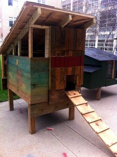 Pallet Coop. I love this one. @Melissa James  I wonder if we could get Thad and Mark to make us one!  :)
