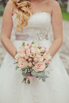 75 fotos de buquês de noiva mais lindos e estilosos que você já viu! Image: 80