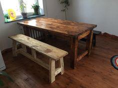 скамеечка и столик