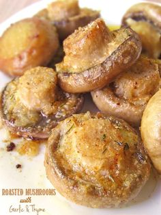 These Roasted Mushrooms with Garlic & Thyme are so yummy.I could eat them everyday! Think Food, I Love Food, Good Food, Yummy Food, Vegetable Recipes, Vegetarian Recipes, Cooking Recipes, Healthy Recipes, Yummy Recipes