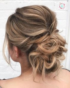 Prom messy bun hairstyles and sexiest messy updos you'll see in Prom Hair Medium, Medium Hair Styles, Curly Hair Styles, Prom Hair Updo, Short Hair Updo, Updo Casual, Easy Braided Updo, Peinados Pin Up, Messy Bun Hairstyles