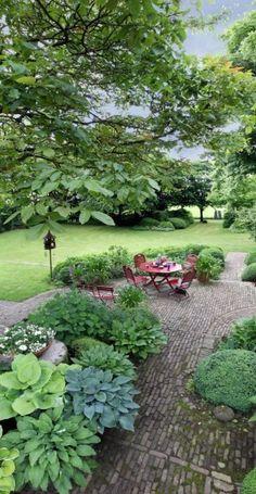 Binnengluren in een doordacht nonchalante tuin - Het Nieuwsblad…