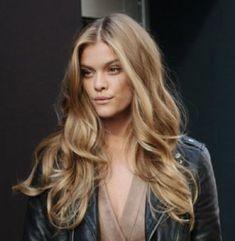 Brown Blonde Hair, Dark Hair, Warm Blonde, Nina Agdal, Sophisticated Hairstyles, Blonde Haircuts, Brunette Highlights, Hair Ribbons, Blonde Women