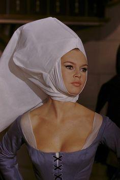 Medieval Bardot <3