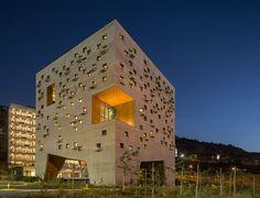 duque motta designs a masterplan for the school of economics at UDP - designboom | architecture