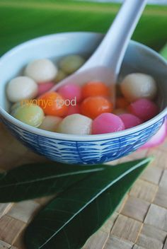 Tang Yuan (Gluntinous Rice Dumplings/汤圆)