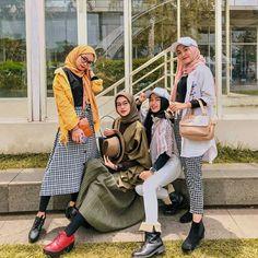 Muslim Fashion, Modest Fashion, Skirt Fashion, Korean Fashion, Fashion Outfits, Casual Hijab Outfit, Ootd Hijab, Retro Outfits, Vintage Outfits